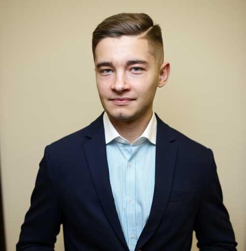 Антон Бондаренко Спеціаліст з контрактного права